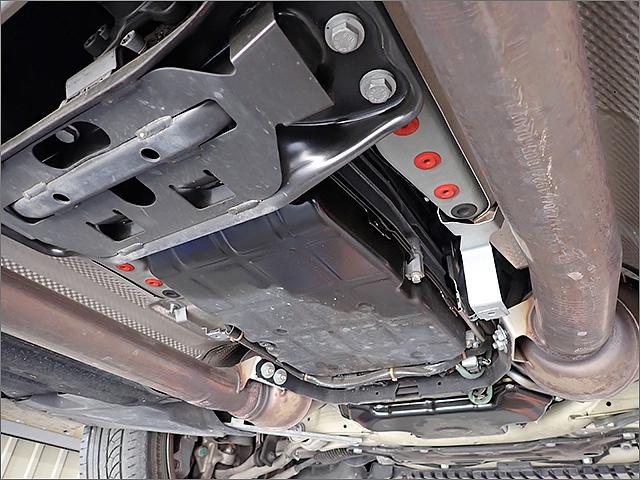 メルセデスベンツE63AMGのオイルパン外側