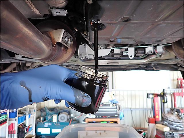 メルセデスベンツE63AMGの古いATFを採取