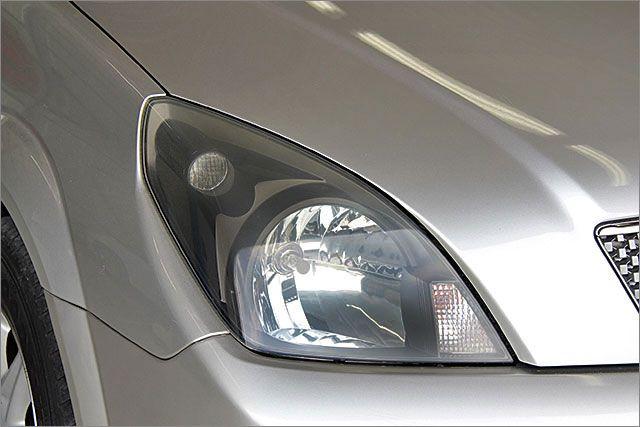 レンズに曇りはありません、透明感がありピカピカです。HIDヘッドライトにも変更可能、料金15750円~です。