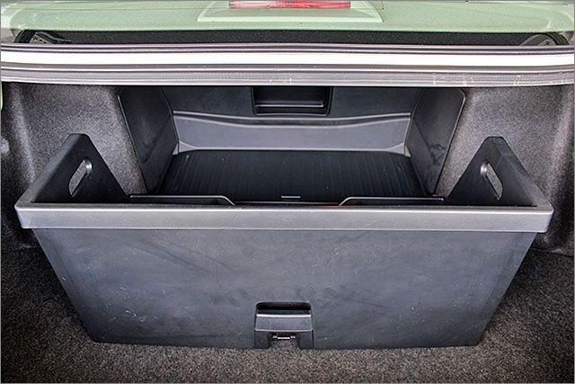トランク内の整理に役立つ引き出しがあります。