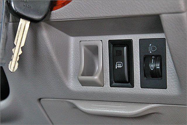 リヤサンシェード、ヘッドライトの高さ調節のスイッチです。