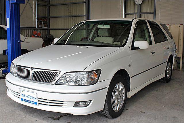 トヨタ ビスタアルデオ 200S パールホワイト。