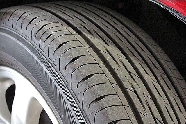 タイヤの残り溝は8割程度ありますのでこのままお乗りいただけます。