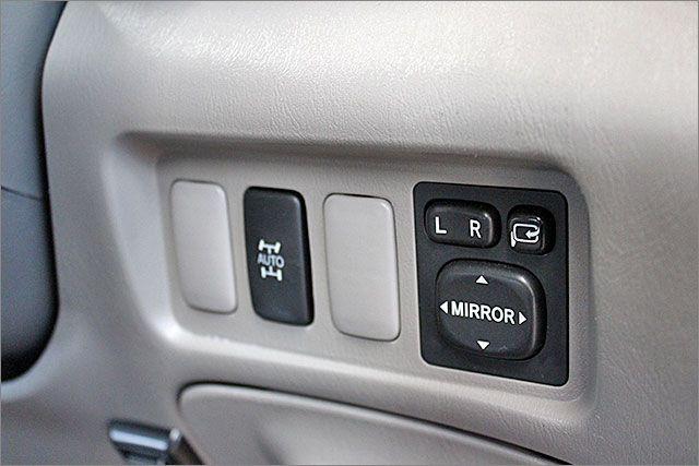 4WDへの切り替えはこのボタンを押すだけです。ドアミラーOKです。