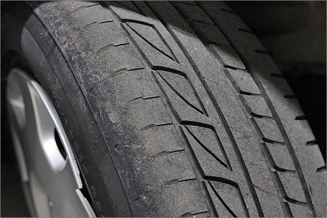 タイヤはそろそろ交換の時期が近づいています。お安く交換も可能。