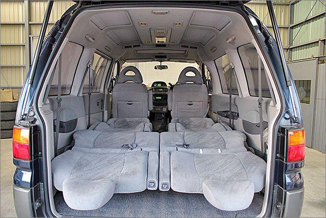 車内泊も出来る大きさです。