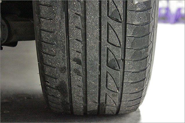 タイヤは残りが少ないので、4本とも無償で新品に交換致します。