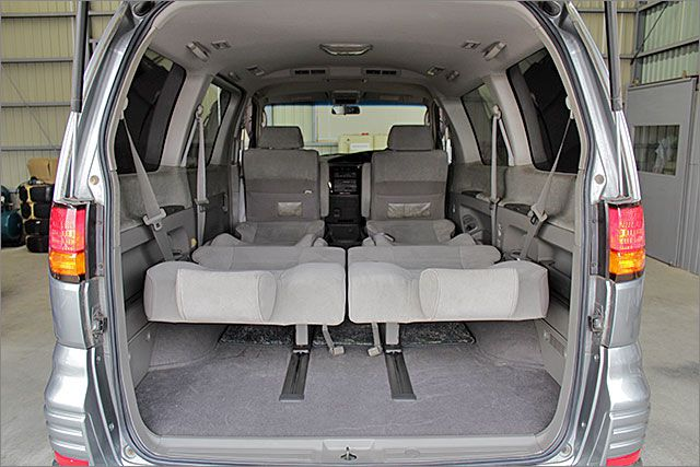 フルフラットにすれば車内泊も余裕で出来ます。