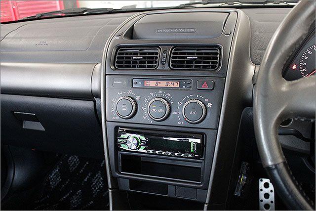 純正ナビが搭載されていますが画面が映りませんので無とお考えください。エアコン機能やCDラジオ等に影響はありません。