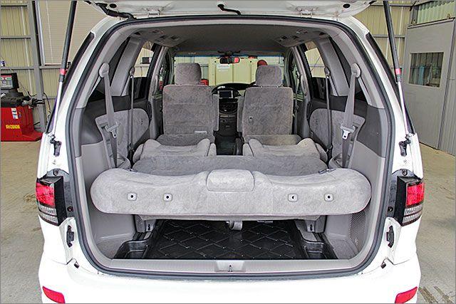 車内泊も快適にできるスペースが有ります。
