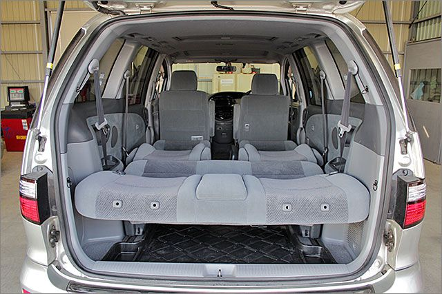 フルフラットにもできます。車内泊も出来るスペースを確保しています。