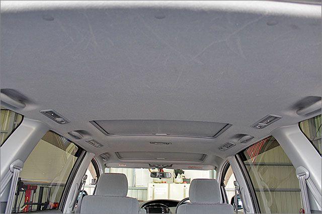 天井もきれいな状態ですよ。サンルーフも動作OKです。