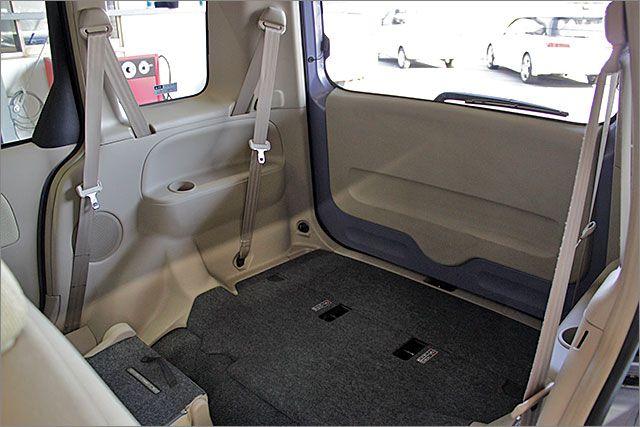 サードシートは格納出来、床がフラットになります。