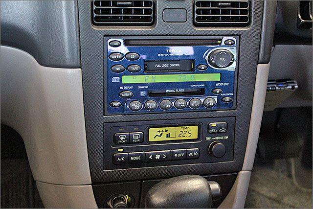 CD、MD、カセット、ラジオが使用できます。