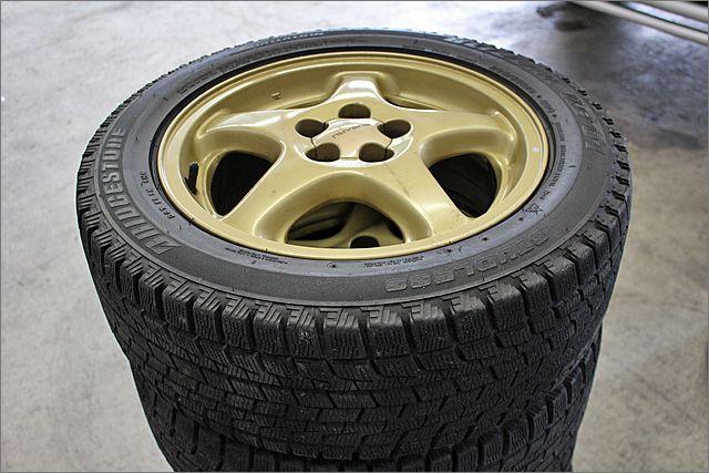 スバル純正ホイルにスタッドレスタイヤが付属します。