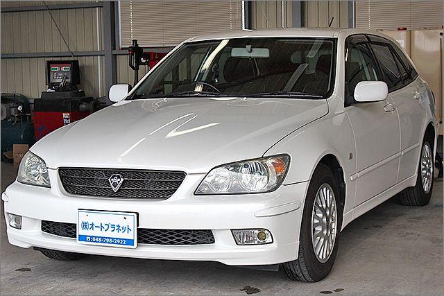 程度良好・車検整備付のアルテッツァジータです。装備は純正アルミ、HIDライト、DVDナビ、CD/、ETC、キーレス付きになります。