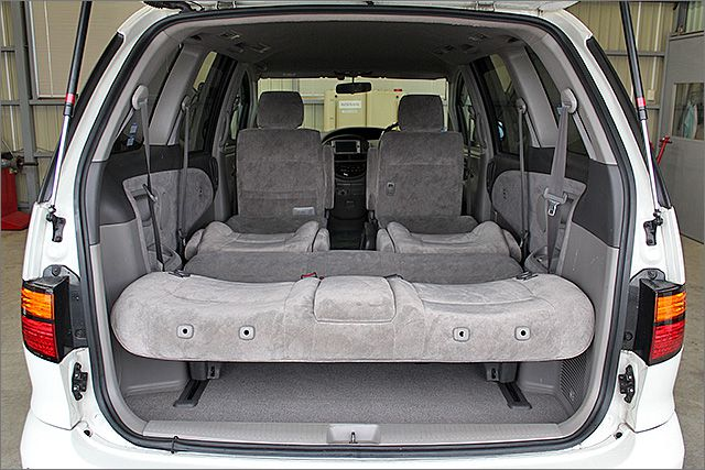フルフラットにもなりますので、車内泊もできます。