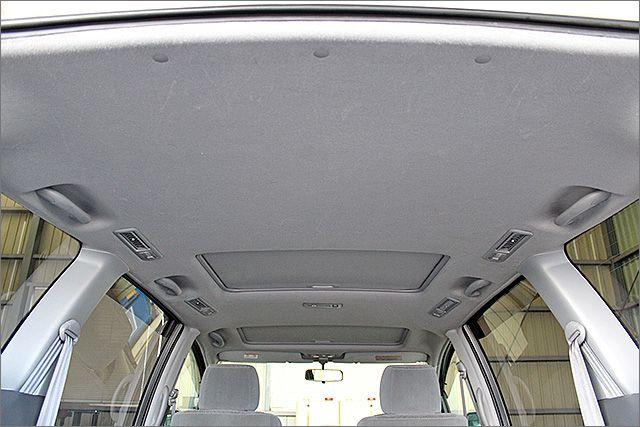 天井もきれいな状態ですよ。 サンルーフ付き。