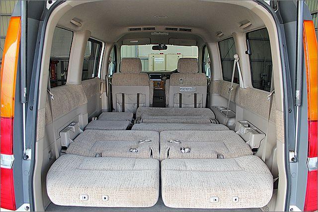 フルフラットにもなり、車内泊も可能です。