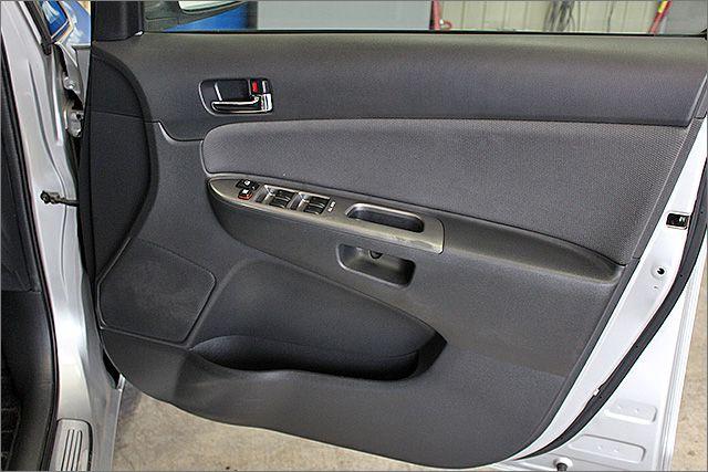 運転席ドア内張の状態です。
