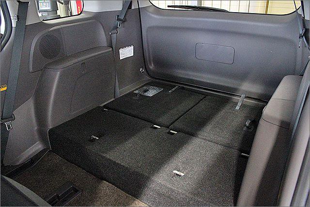 サードシートは収納することもできフラットにもなります。