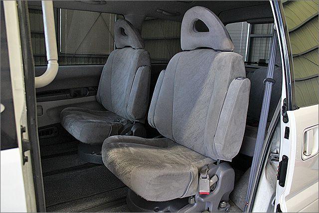 汚れも目立ちにくいグレーカラーのシートを採用!