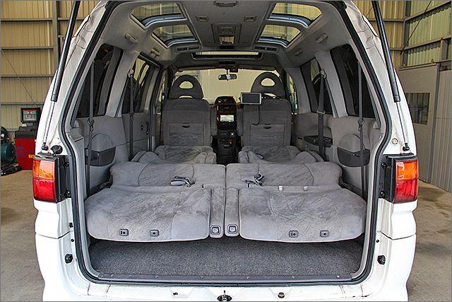 このようにフルフラットにもできますので車内泊もできます。