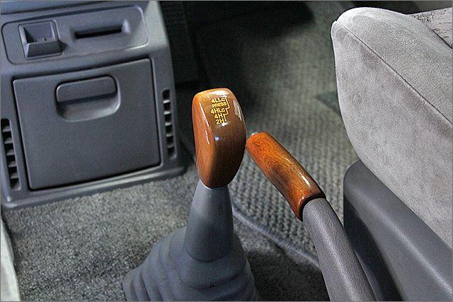 切り替え式4WDです。パートタイム式とも呼ばれます。必要なときにだけ4WDに切り替えが可能、燃費にも貢献しています。