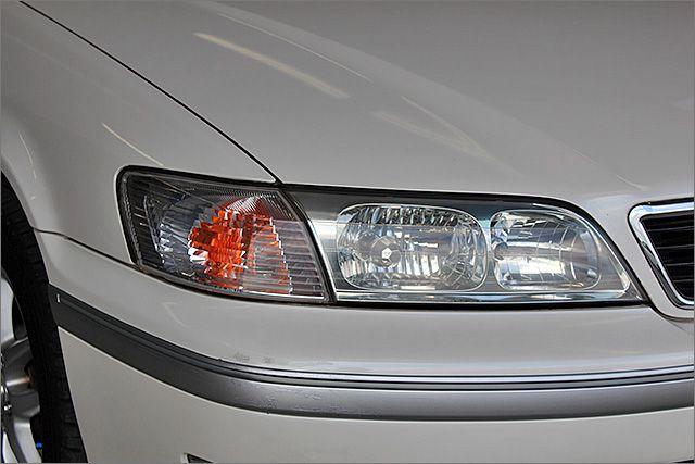HIDライト。ハロゲンヘッドランプに比べて、照射範囲が広く、前方だけでなく左右方向へも広範囲に照らすことができますので安心です!