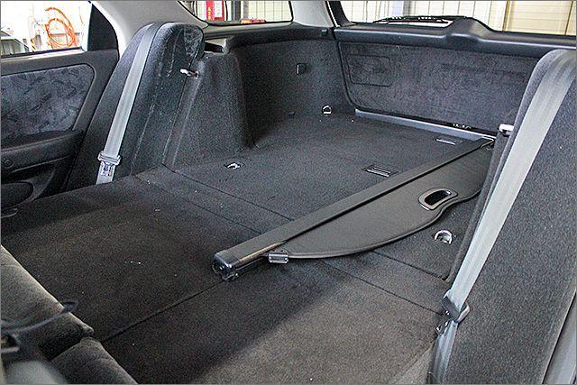 2列目のシートは収納でき、フラットになります。