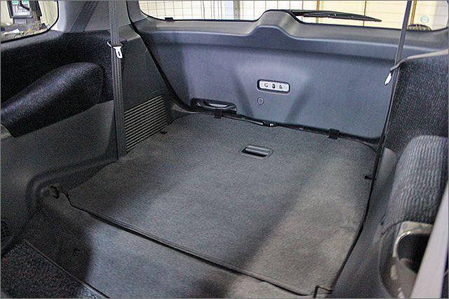 サードシートは収納することができ、フラットになります。