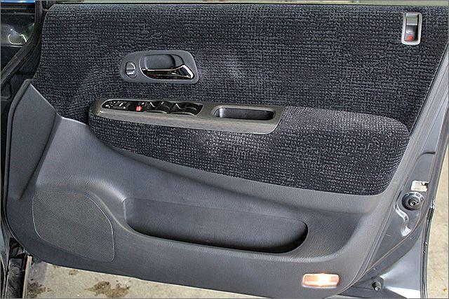 運転席ドア内側の状態。