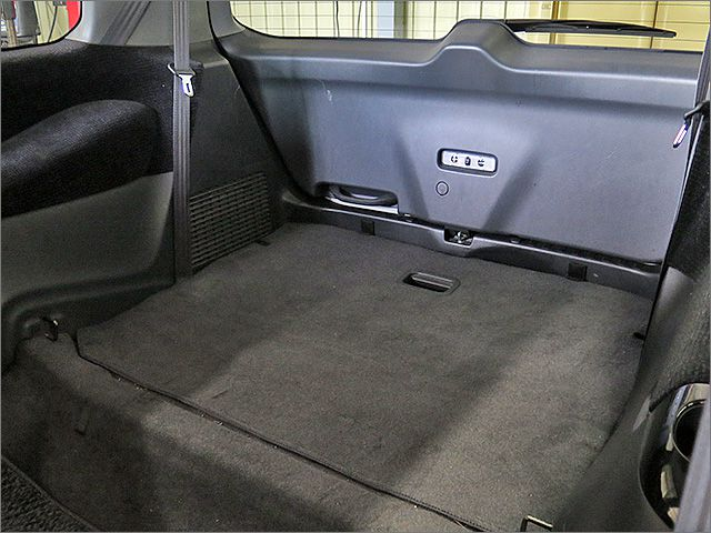3列目のシートは収納することができ、荷室はフラットになります。