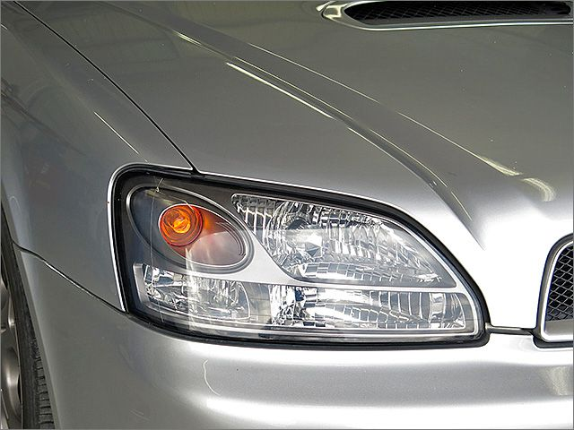 純正HIDライト。明るく視認性に優れるライトです。