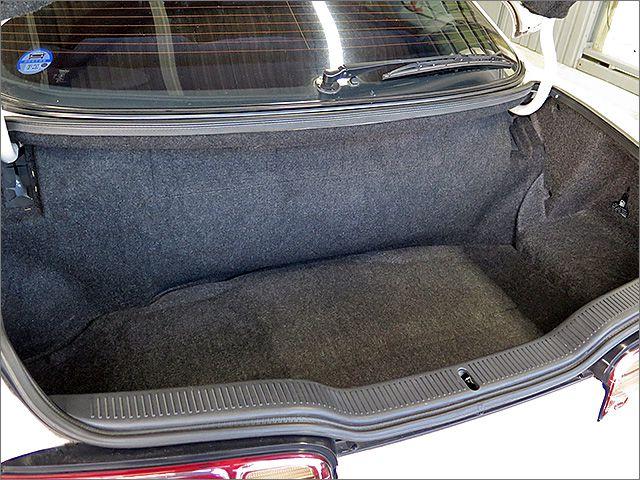 トランクを開けるとこんな感じです。