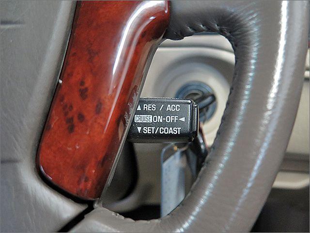 高速道路での巡航に便利なクルーズコントロール付。