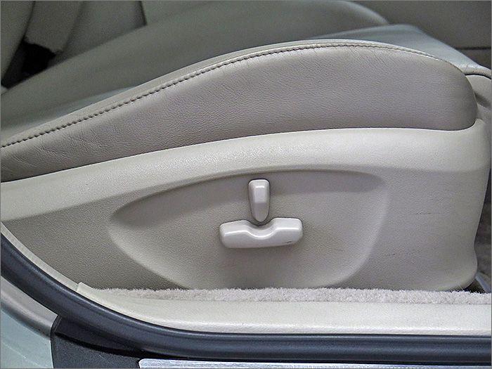 運転席パワーシートです。