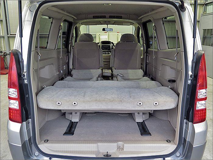 フルフラットにもでき、車内泊のできます。