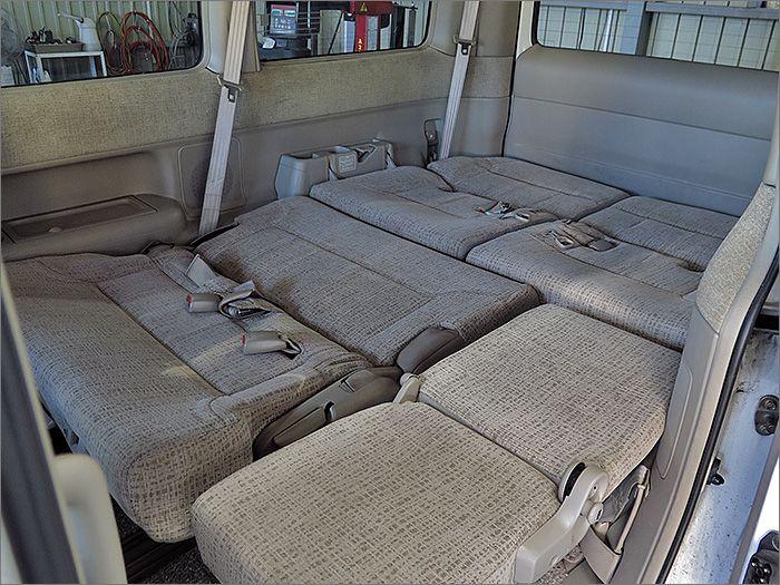 リヤシートをたたんでみます。