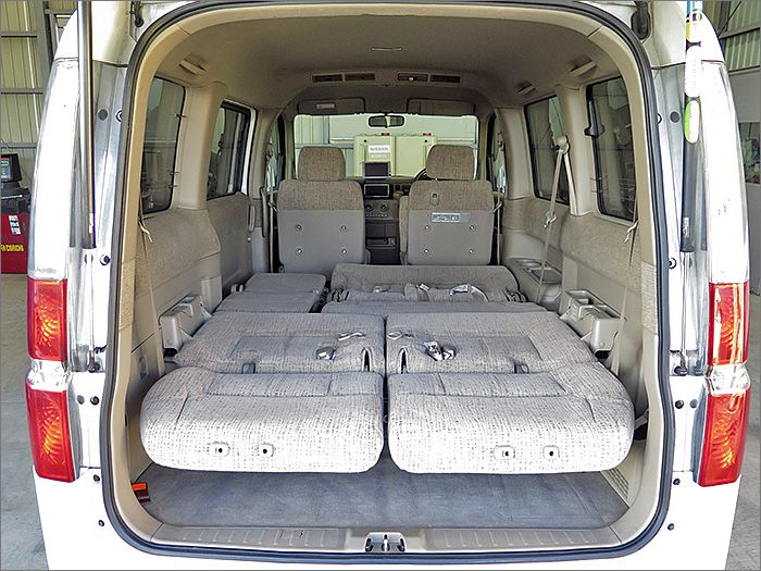フルフラットにもなります、車内泊も可能ですよ。