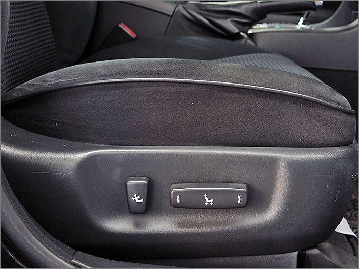 運転席はパワーシートです。
