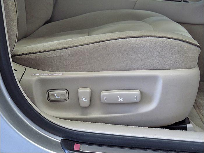 運転席、助手席ともにパワーシートです.