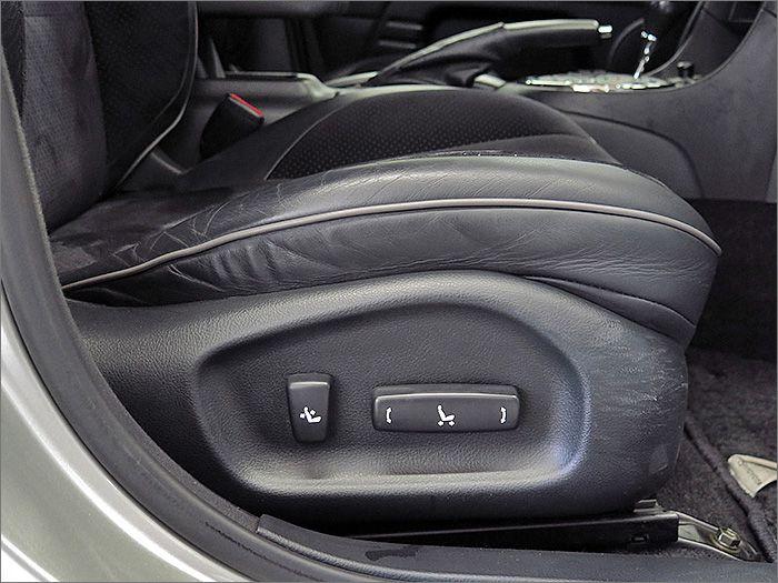 運転席、助手席パワーシートになります。