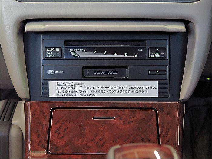 CDとカセットテープが使用できます。