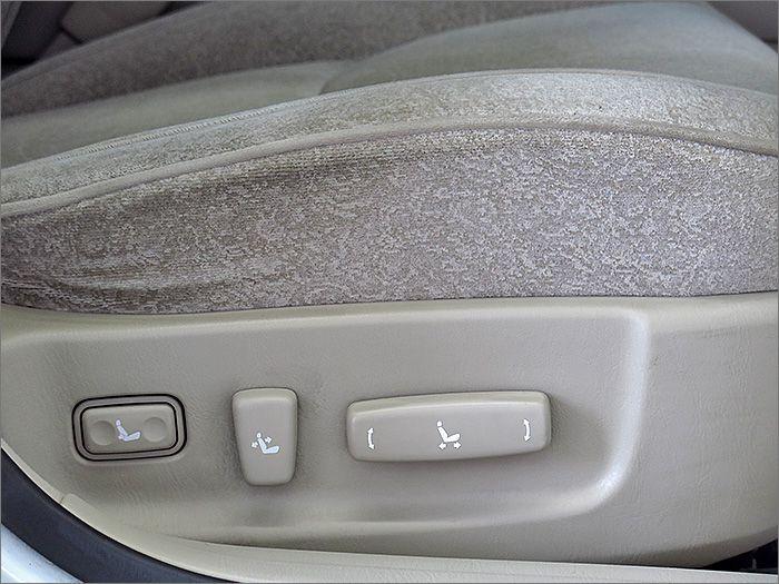 運転席、助手席共にパワーシートです。