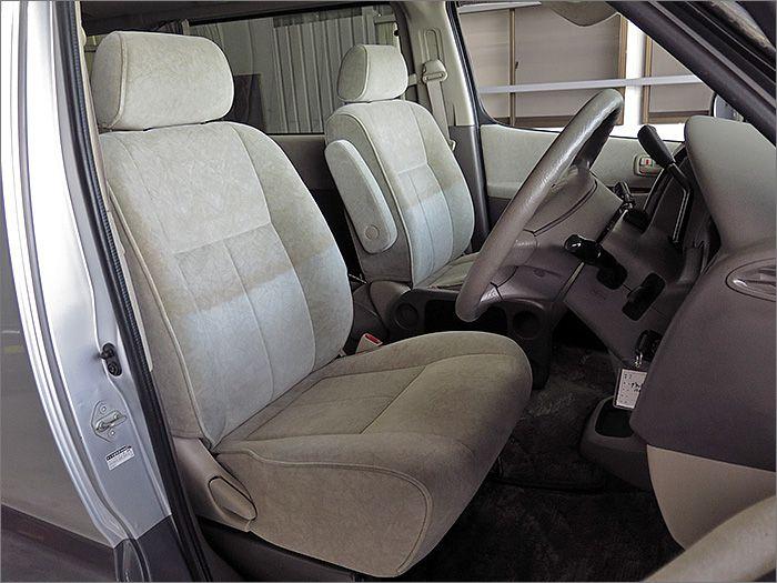 シートに汚れはございませんが、ハーフシートカバーの色やけがございます。