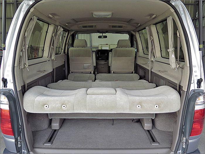 フルフラットになり車内泊も可能です。
