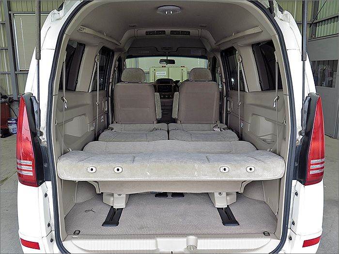 フルフラットにもなり、車内泊もできます。