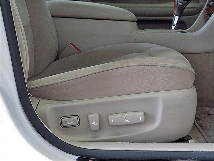 運転席、助手席ともにパワーシートになります。