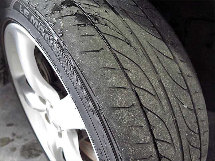 タイヤは交換時期が近づいています。